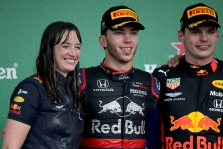 """""""Red Bull"""" atsidėkojo vyriausiai lenktynių taktikos specialistei už """"drąsius"""" sprendimus"""