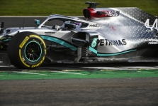"""Pirmąją bandymų dieną greičiausi """"Mercedes"""" pilotai"""