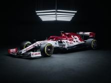 """Oficialiai pristatytas naujasis """"Alfa Romeo"""" bolidas"""