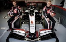 """""""Haas"""" oficialiai pristatė VF-20 bolidą"""