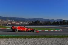 Ketvirtadieno rytą Barselonoje greičiausią ratą įveikė S. Vettelis