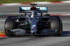 """""""Red Bull"""" kovą su """"Mercedes"""" pradėjo už trasos ribų"""