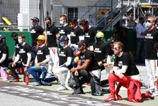 Šeši F-1 pilotai atsisakė priklaupti ant kelio prieš pirmąsias sezono lenktynes