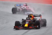 M. Verstappenas suklydo trasoje pasimaišius S. Vetteliui
