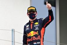 """M. Verstappenas Silverstoune nutraukė """"Mercedes"""" pergalių seriją"""