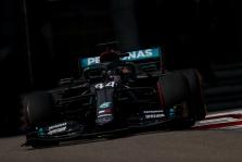 """""""Mercedes"""" neteiks apeliacijos dėl teisėjų sprendimo bausti L. Hamiltoną"""
