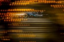 Chaotiškai prasidėjusiose lenktynėse Bahreine - dar viena L. Hamiltono pergalė