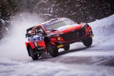 WRC. O. Tanakas sėkmingai pradėjo Arktikos ralį