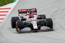 "R. Kubica Barselonoje išbandė ""Alfa Romeo"" bolidą"