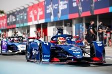 "FE. R. Frijnsas iškovojo ""pole"", ""Mercedes"" praleido kvalifikaciją"