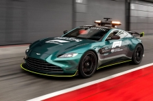 """Pristatytas """"Aston Martin"""" saugos automobilis"""