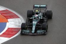 """""""Aston Martin"""" paaiškino keistą S. Vettelio sustojimą"""