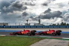 """Ferrari"": kodėl užtruko C. Sainzo sustojimas"