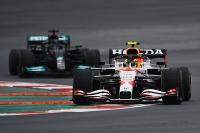 """Mercedes"" prieš ""Red Bull"": kieno šansai didesni?"