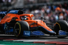 "D. Ricciardo apkaltintas ""purvinu"" vairavimu"